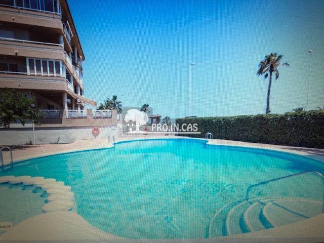 Oportunidad apartamento a pie de playa, con piscin