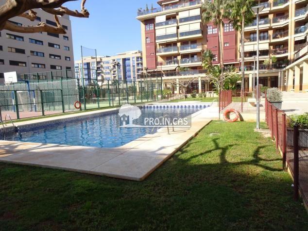 ocasion vivienda en zona residencial con piscina ,